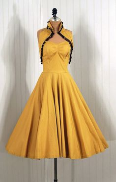 1950s Dress: Love the style, the colour isn't my favourite.