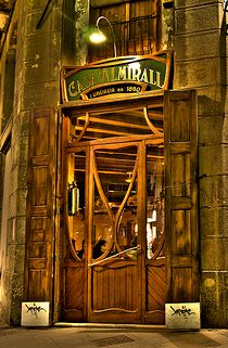Founded in 1860, CASA ALMIRALL is one of the oldest and best-preserved establishments in BARCELONA. The antique decoration recalls the relaxed, bohemian atmosphere of the 19th century. With the elegance inherent to Modernisme, the typical architectural style of the era in Catalonia, the bar combines wood and marble with harmonious, evocative results.