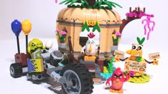 Angry Birds LEGO set featured in this video: Bird Island Egg Heist Use the staircase catapult to launch Red into the air and race after the piggy, who is spe. Anger Management Classes, Lego Toys, Bird Toys, Stop Motion, Angry Birds, Matilda, Biker, Eggs, Island
