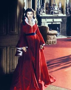 Gone With The Wind, 1939 Costume design: Walter Plunkett red velvet robe with scoop neckline, 30 loop button front fastening and frilly white lace undersleeves - worn by Vivien Leigh in the role of Scarlett O'Hara Scarlett O'hara, Vivien Leigh, Gone With The Wind, Iconic Movies, Movie Costumes, Look Chic, Fashion History, Costume Design, Look Fashion