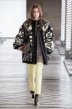 Louis Vuitton | Ready-to-Wear Autumn 2021 | Look 19 Live Fashion, Fashion Week, Runway Fashion, Fashion Show, Womens Fashion, Fashion Design, Fashion Trends, Fashion Ideas, Nicolas Ghesquière