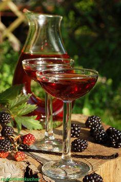 Nalewka z jeżyn na miodzie Liquid Luck, Irish Cream, Wine Decanter, Blackberry, Liquor, Alcoholic Drinks, Food And Drink, Tasty, Cooking