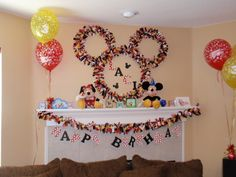Kind of obsessed with this Mickey wall decoration. @Jennifer Marston, still planning a Minnie Mouse party for Riah???