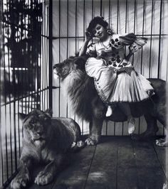 vintage everyday: Circus Lives during the Early Century. Mademoiselle Scheel with Lions, circa 1905 Photo by Frederick W. Old Circus, Circus Art, Night Circus, Circus Poster, Vintage Circus Photos, Vintage Carnival, Vintage Photographs, Vintage Circus Performers, Lion Tamer