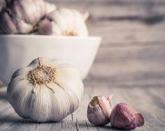 Beneficios del ajo. A pesar de tener un olor un tanto desagradable para muchas personas, el ajo puede proporcionar una gran cantidad de beneficios a nuestro organismo, además es una hortaliza que es utilizada en todas las cocinas para darle buen sabor a las comidas.