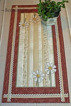 Pictures of table runners I found that I'd like to make
