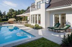 Cortesa Zandsteenbeige rondom het terras bij zwembad