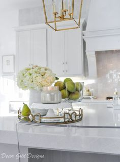 Beautiful kitchen countertop styling ideas Vignette home decor accessories Source by decorgold The post Ideas for Kitchen Counter Styling & Decor Gold Designs appeared first on Ajwa Homes. Spring Kitchen Decor, Home Decor Kitchen, New Kitchen, Kitchen Vignettes, Fruit Kitchen Decor, Kitchen Ideas, Farmhouse Kitchen Decor, Home Decor Bedroom, Mawa Design