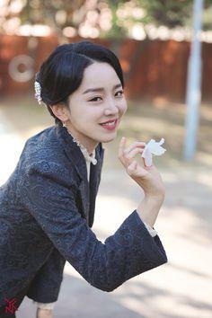 Kdrama, Golden Life, Celebrity Drawings, Kpop, Korean Actresses, Film Serie, Korean Celebrities, Actor Model, Celebrity Weddings