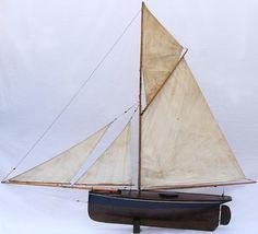 Circa 1900. Pond yacht d'origine française, nommé Albatros, longueur hors tout  1,78 m