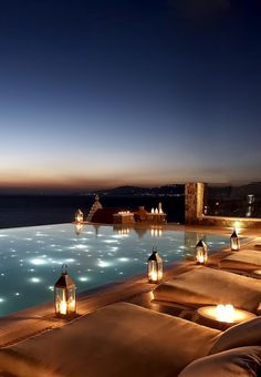 The infinity pool at Bill & Coo Suites in Mykonos, GREECE 🇬🇷 looks as though it merges with the waters of the bay. In the evening lanterns placed around the pool which is illuminated by dozens of tiny led lights, mirroring the cosmos. Piscina Hotel, Luxury Pools, Dream Pools, Beach Tops, Cool Pools, Pool Designs, Holiday Destinations, Greece Destinations, Beach Resorts
