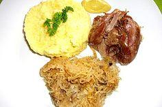Eisbein mit Sauerkraut im Römertopf, ein beliebtes Rezept aus der Kategorie Gemüse. Bewertungen: 22. Durchschnitt: Ø 4,3.