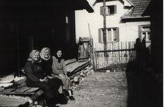...ak si už napiekla. - fotoarchív:Slávia Španková - asi 1970