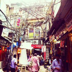Wires in Old Delhi. Instagram by: @dittetellgren