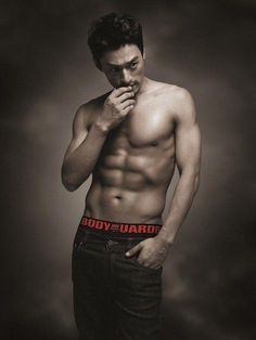 Joo Jin-mo is shirtless and that's all that matters