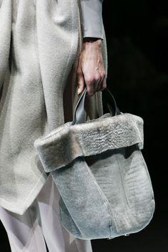 https://www.vogue.com/fashion-shows/fall-2018-ready-to-wear/giorgio-armani/slideshow/collection