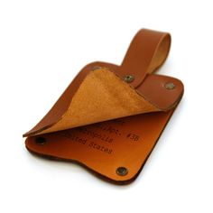 personalized_luggage_tag_brown_3__36883.1395304525.1000.1000.jpg (1000×1000)
