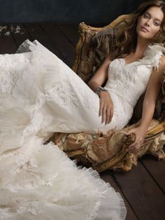 Ivory Pleated Organza Sweetheart Bridal Trumpet Gown
