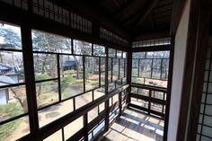 高橋是清邸の廊下は、千尋たちが寝起きしていた部屋の窓辺の雰囲気。