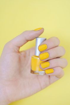 A pop of sunshine on the nails