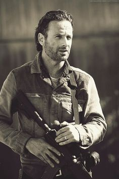 Sheriff Rick Grimes (Andrew Lincoln) with an AR-15 carbine from The Walking Dead #TWD