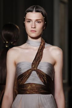 Valentino Fall 2016 Couture collection, runway looks, beauty, models, and reviews.