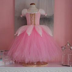 robe tutu robe de princesse robes tutu de prince et prince. Black Bedroom Furniture Sets. Home Design Ideas