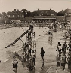 Charlton Lido in its heyday. Local Council has now bought it and planning refurbishment ...