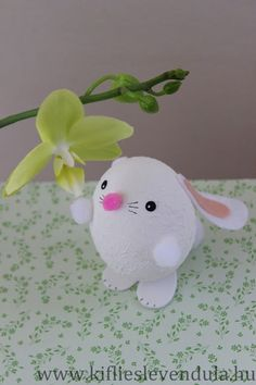 Kifli és levendula: Nyuszi tojásból Cute Bunny, Diy Projects To Try, Easter Bunny, Dinosaur Stuffed Animal, Christmas Ornaments, Holiday Decor, Easter, Easter Activities, Christmas Jewelry