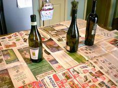Olha que ideia bacana para reciclar garrafas de vinho  e transformá-las em lindos vasos para a decoração de Natal. Veja como as garrafas re...