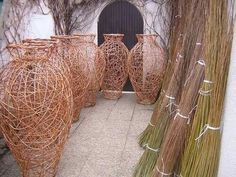 woven vases by basketmaker Vladimir Dvorak Willow Weaving, Basket Weaving, Wire Crafts, Fun Crafts, Contemporary Baskets, Willow Garden, White Wicker Furniture, Fabric Structure, Newspaper Crafts