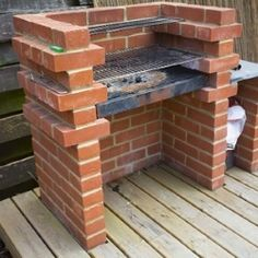 Easy to build and use, low-maintenance and long-lasting – these are the things we love about this brick barbecue! A brick barbecue is a good option if you're looking for a very simple, permanent DIY BBQ pit to put on your patio or backyard. Brick Built Bbq, Brick Grill, Built In Grill, Charcoal Bbq, Brick Building, Backyard Bbq, Backyard Parties, Picnic Parties, Bbq Grill
