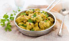 Il pollo al curry è un secondo piatto tipico della cucina tradizionale asiatica. È ricco di vitamine e Sali minerali ed è speziato, saporito e piccante