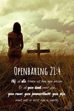 Hij zal alle tranen uit hun ogen wissen er zal geen dood meer zijn geen rouw geen jammerklacht geen pijn. Openbaring 21:4   http://www.dagelijksebroodkruimels.nl/quotes-bijbel/openbaring-21-4/