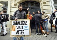Erneute Niederlage für die Befürworter einer Unabhängigkeit Kataloniens: Das spanische Verfassungsgericht hat einer Volksabstimmung über die Loslösung der Region von Spanien eine Absage erteilt. Der Beschluss des Parlaments verstoße gegen die Verfassung, hieß es zur Begründung.