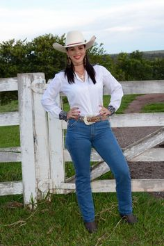 Cute Country Girl, Country Girls Outfits, Country Women, Girl Outfits, Country Life, Sexy Cowgirl, Cowboy Up, Rodeo Girls, Farm Clothes