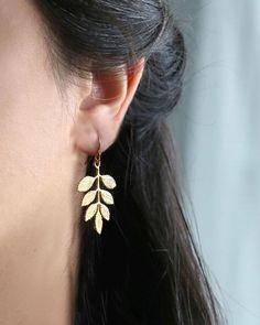 Sparkly Gold Hoop Earrings- Thin Gold Hoops/ Large Gold Hoop Earrings/ Skinny Hoop Earrings/ In Hoops/ Big Hoop Earrings/ Delicate Hoops - Fine Jewelry Ideas Small Gold Hoop Earrings, Dangly Earrings, Circle Earrings, Crystal Earrings, Sterling Silver Earrings, Silver Bracelets, Gold Earrings Designs, Earings Gold, Silver Rings
