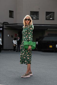 Revue en images des meilleurs looks de rue pris sur le vif par Søren Jepsen à la sortie des défilés de la Fashion Week printemps-été 2018 d'Oslo.