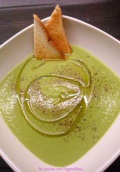Vellutata di piselli Raw Food Recipes, Italian Recipes, Soup Recipes, Healthy Recipes, Italy Food, Vegan Soup, Food Inspiration, Love Food, Food Porn
