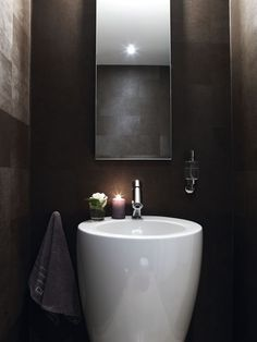 Small yet ever so elegant bathroom.
