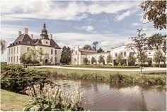 Schloss Gartrop, Hünxe, Hochzeit, Hochzeitslocation, Schloss, Wasser, Natur, blauer Himmel, Foto: Violeta Pelivan