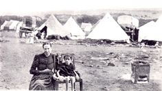 Boer woman and child in an internment camp operated by the British in South Africa during the Second Boer War in years African History, African Art, Bruges, Fun World, World History, World War Two, Historical Photos, South Africa, Camping
