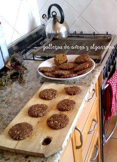 Llegaron las galletas de avena y algarroba. Para hacer unas 18 galletotas usé:        1  taza de harina integral   1 taza de avena arrol...