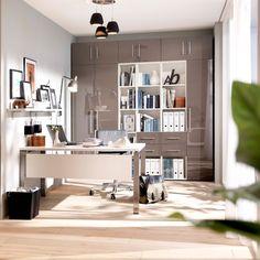Ein weißer Schreibtisch aus der Serie Bürowunder von Wellemöbel.  Erhältlich unter http://www.bueromoebel-experte.de/schreibtisch/farbe/weiss/