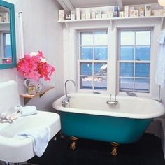 painted clawfoot tub..swoon.