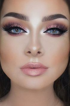 Insanely Beautiful Cat Eye Makeup Ideas ★ See more: https://makeupjournal.com/cat-eye-makeup-ideas/