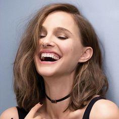 The beautiful smile of Natalie Portman! Natalie Portman Dior, Natalie Portman Style, Runway Models, Mathilda Lando, Nathalie Portman, Dior Forever, Dior Makeup, Pretty Woman, Hair Cuts