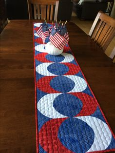 Patriotic Table runner using the Quick Curve mini ruler. Patchwork Table Runner, Table Runner And Placemats, Table Runner Pattern, Quilted Table Runners, Modern Table Runners, Sew Kind Of Wonderful, Snowman Quilt, Straight Line Quilting, Place Mats Quilted