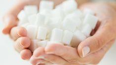Dass Zucker ein wahrer Energieräuber ist, habe ich selbst erlebt.Als ich vor rund 12 Jahren aufhörte, jeden Tag mindestens 100 Gramm Milchschokolade zu essen (meist mehr!), waren die Folgen unerwartet. (Video: Süchtig nach Schokolade? 5 TCM-Tipps, wie du von der Schokolade loskommst)Nicht nur wurde meine Verdauung plötzlich viel besser, auch mein Energielevel stieg und stieg! Plötzlich konnte ich am Morgen aufstehen, ohne mich zuerst noch eine halbe Stunde herumzuwälzen und zu hoffen, dass…
