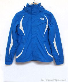 THE NORTH FACE Women's Ski Jacket $250 North Face Women, The North Face, 3 In 1 Jacket, Winter Wear, Skiing, Hooded Jacket, How To Wear, Jackets, Accessories